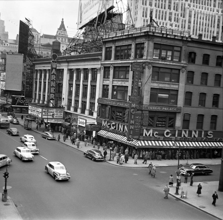 Warner Theater On Broadway Photograph by Donaldson Collection