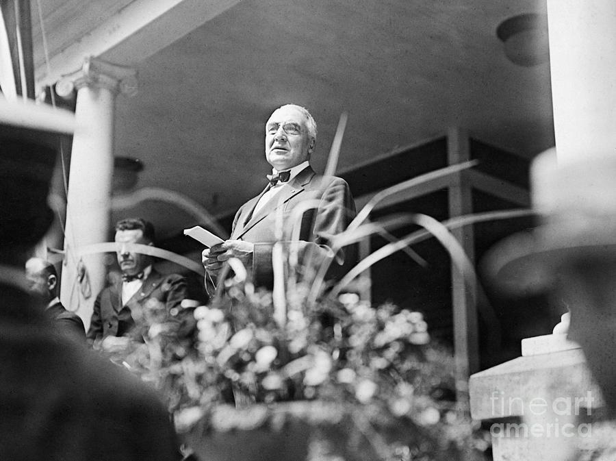 Warren Harding Giving Speech Photograph by Bettmann