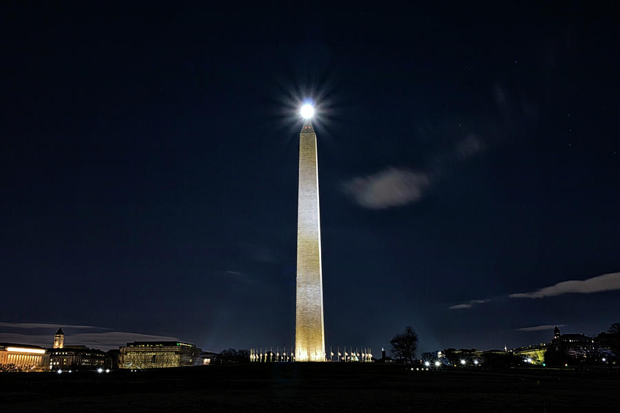Washington Monument by Travis Rogers
