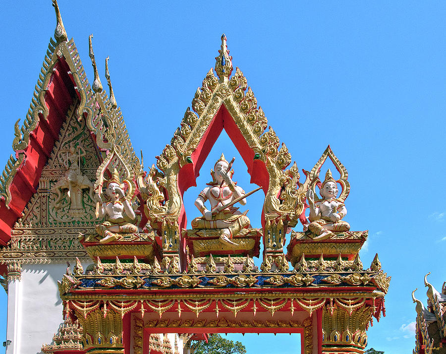 Wat Huai Phai Phra Ubosot West Gate DTHU0102 by Gerry Gantt