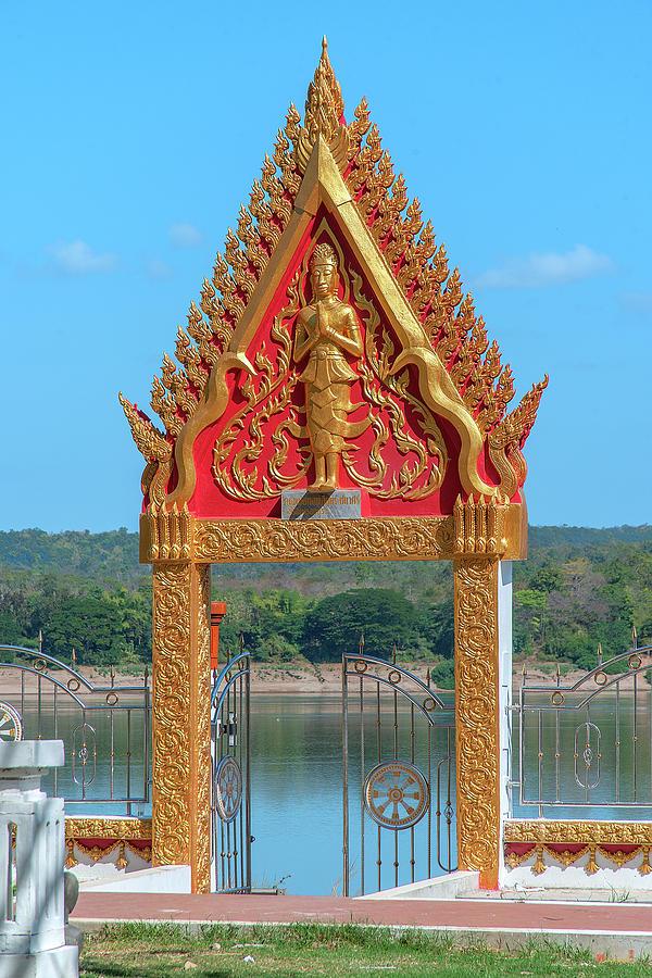 Wat Khong Chiam Gate Overlooking Mekong River DTHU0980 by Gerry Gantt