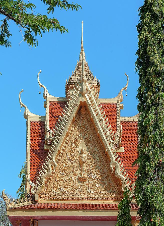 Wat Khong Chiam Phra Buddha Chinnarat Wihan Gable DTHU0969 by Gerry Gantt