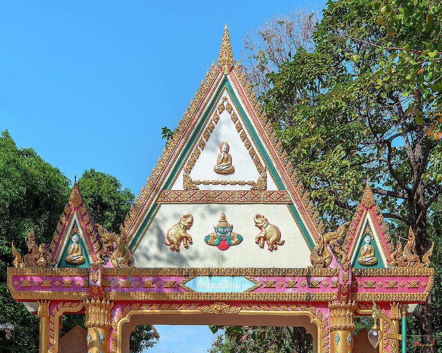 Wat Khong Chiam Temple Gate DTHU0984 by Gerry Gantt
