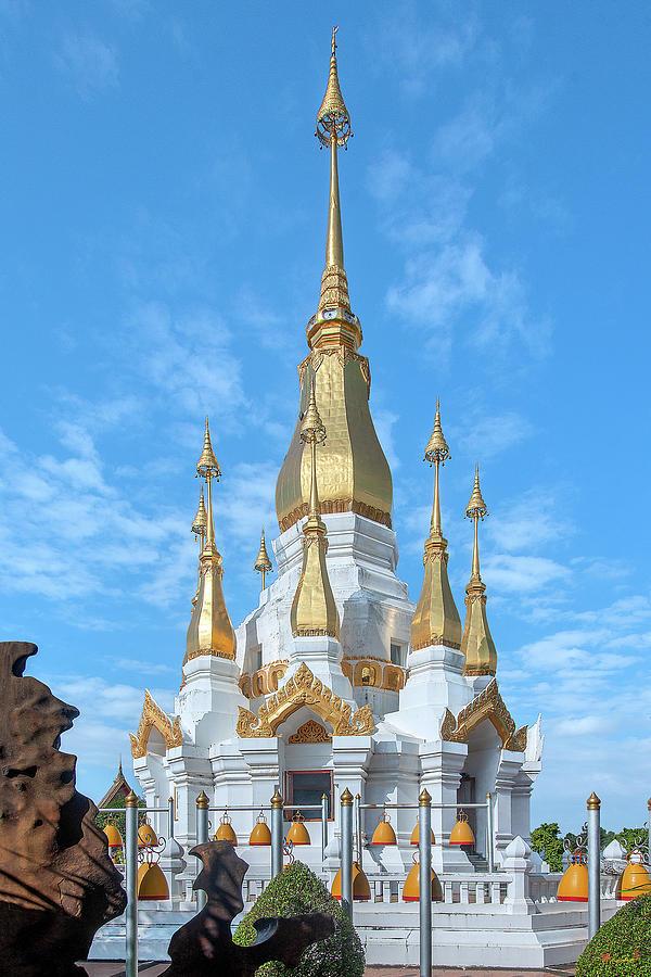 Wat Tham Khuha Sawan Phra Tham Chedi Si Trai Phum DTHU0937 by Gerry Gantt