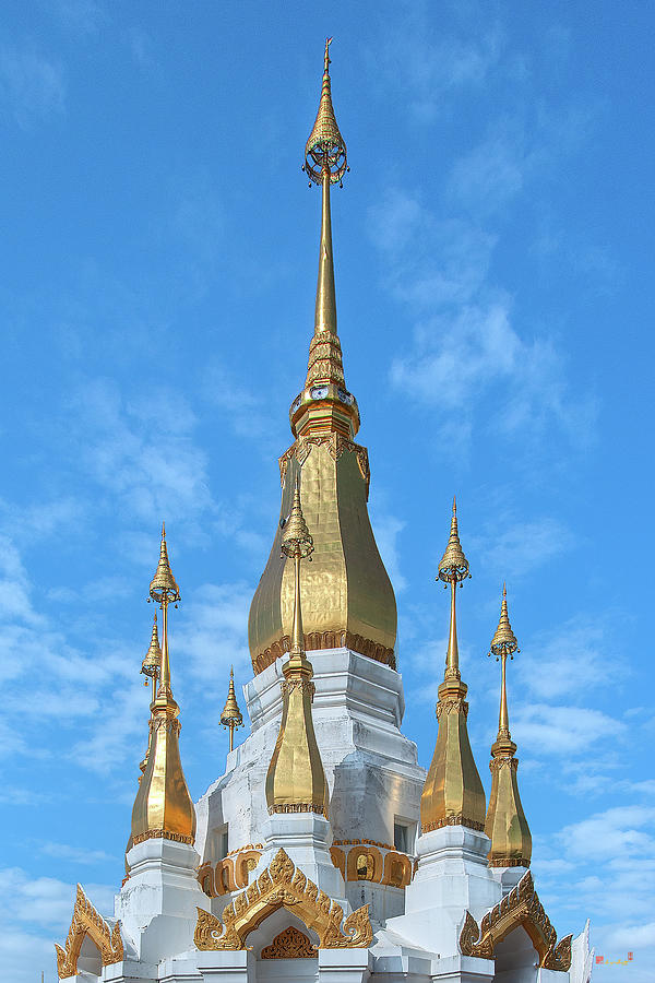 Wat Tham Khuha Sawan Phra Tham Chedi Si Trai Phum Pinnacle DTHU0938 by Gerry Gantt
