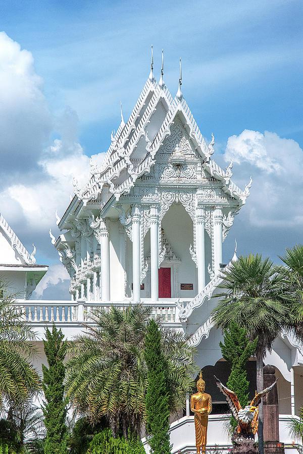 Wat Tham Khuha Sawan Phra Ubosot DTHU0925 by Gerry Gantt