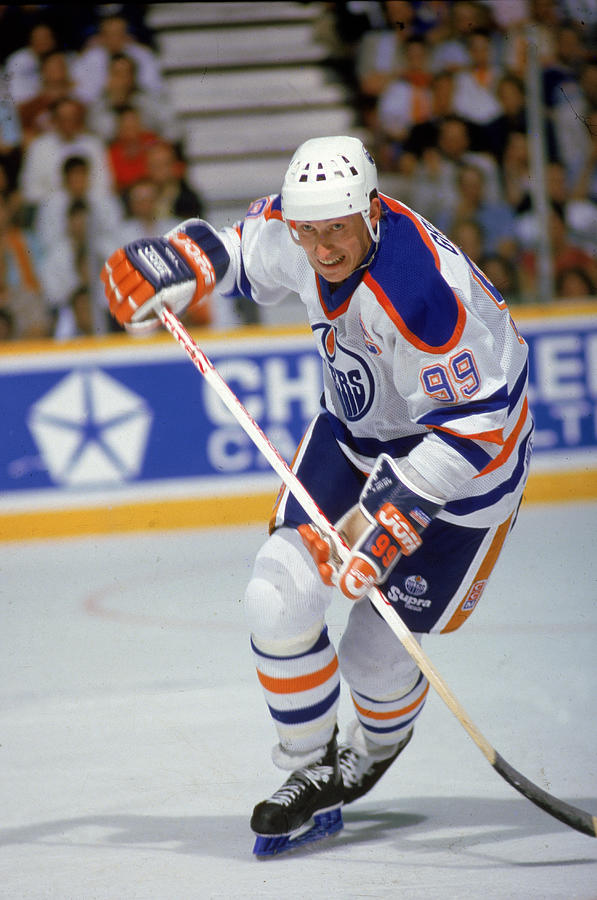 Wayne Gretzky In Action Photograph by B Bennett