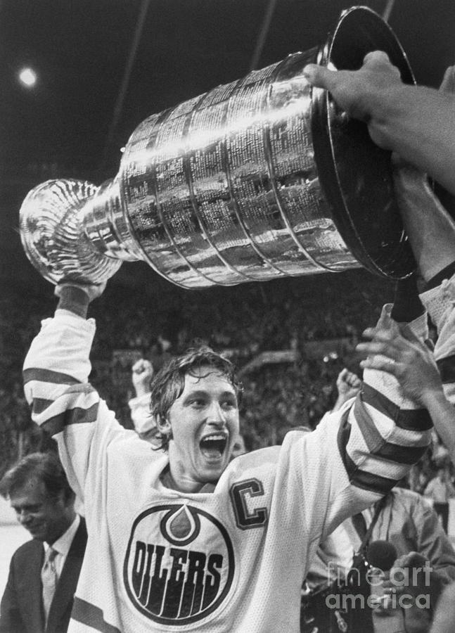 Wayne Gretzky Lifts The Stanley Cup Photograph by Bettmann