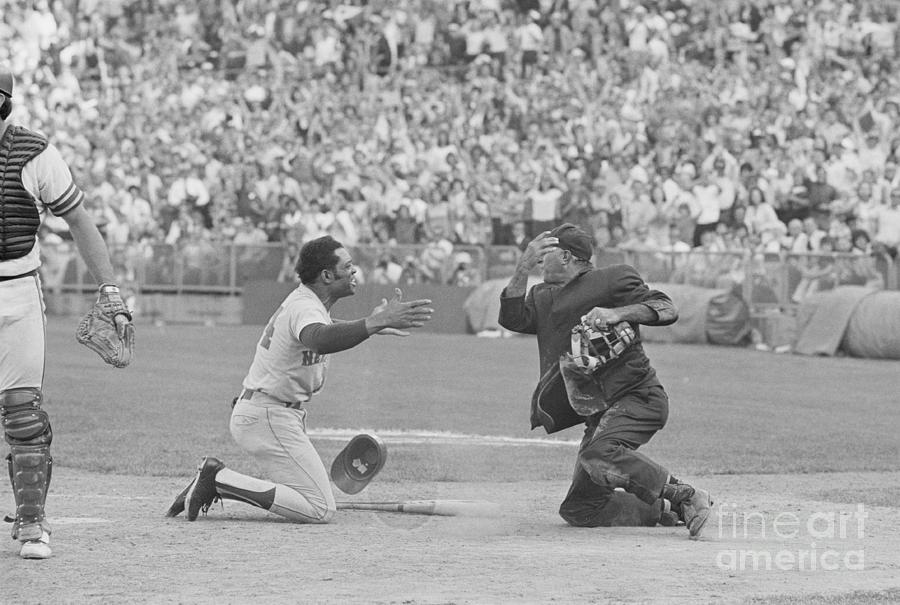 Willie Mays And Augie Donatelli Arguing Photograph by Bettmann