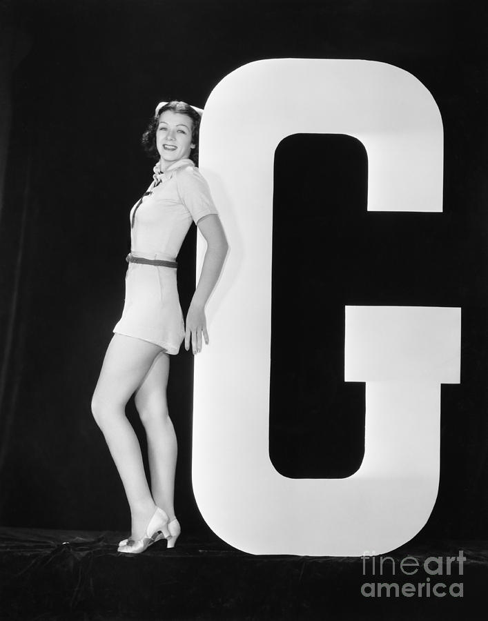 Testimonial Photograph - Woman Posing With Huge Letter G by Everett Collection