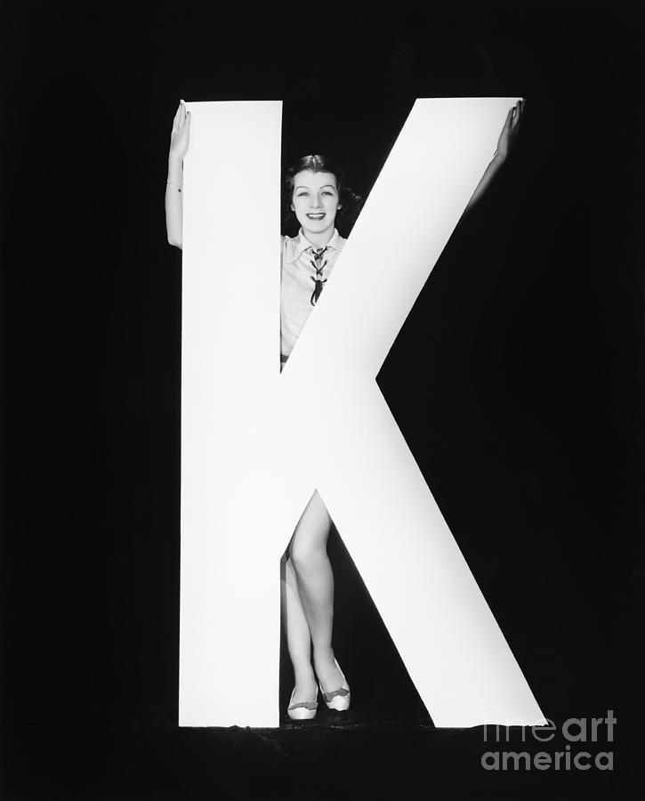 Testimonial Photograph - Woman With Huge Letter K by Everett Collection
