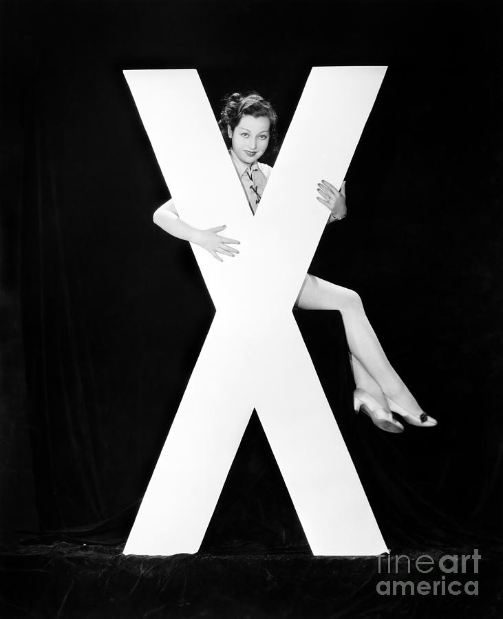 Testimonial Photograph - Woman With Huge Letter X by Everett Collection