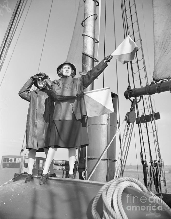 Women Coast Guard Reserves Sending Photograph by Bettmann