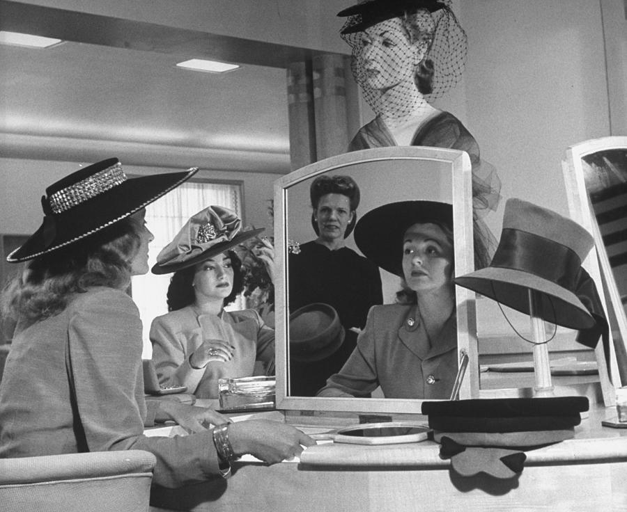 Women Looking At Hats At Nieman Marcus D Photograph by Nina Leen