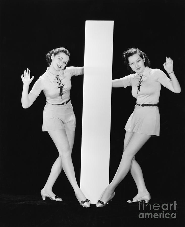Testimonial Photograph - Women Posing With Big Letter I by Everett Collection