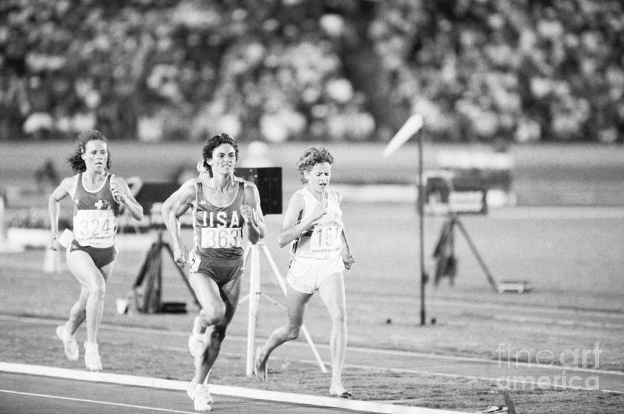 Women Running The Olympic 3000-meter Photograph by Bettmann