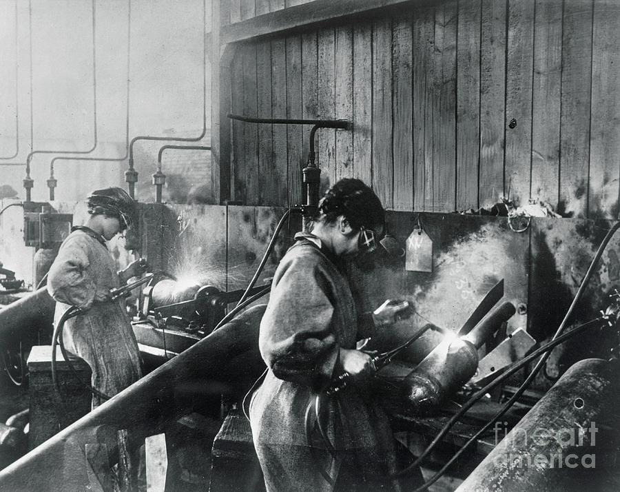 Women Working In War Factory Photograph by Bettmann