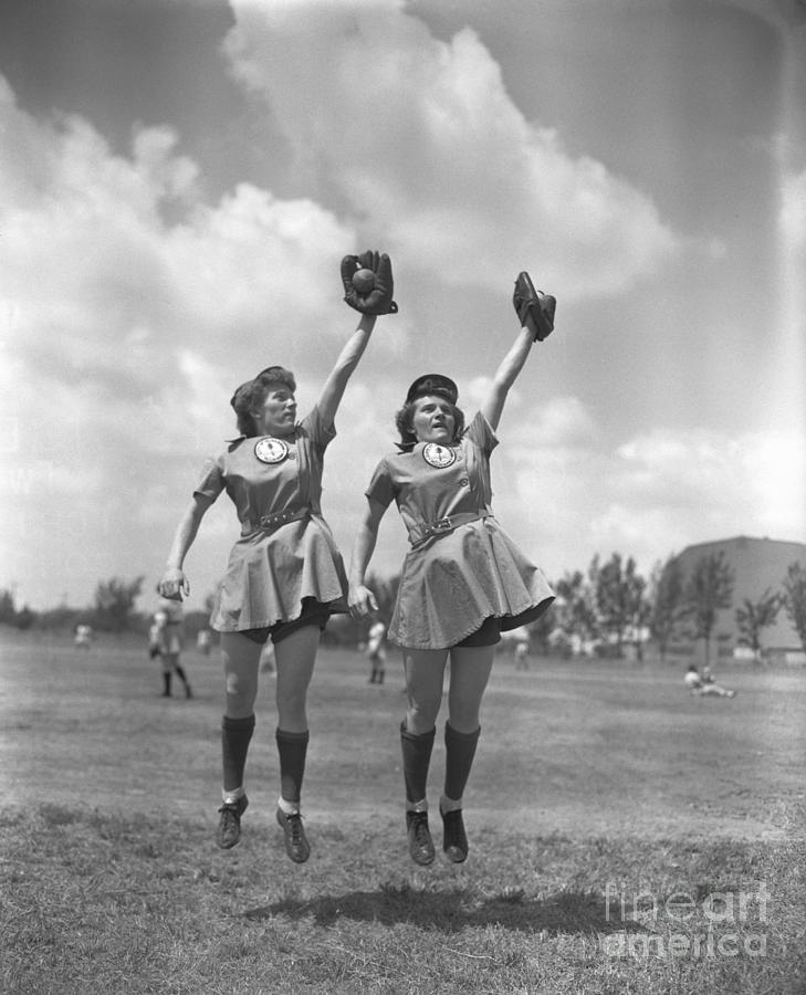 Womens Baseball League Twin Players Photograph by Bettmann