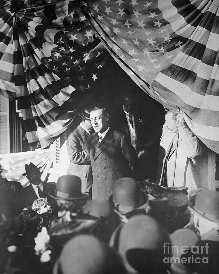 Woodrow Wilson Giving Speech Photograph by Bettmann