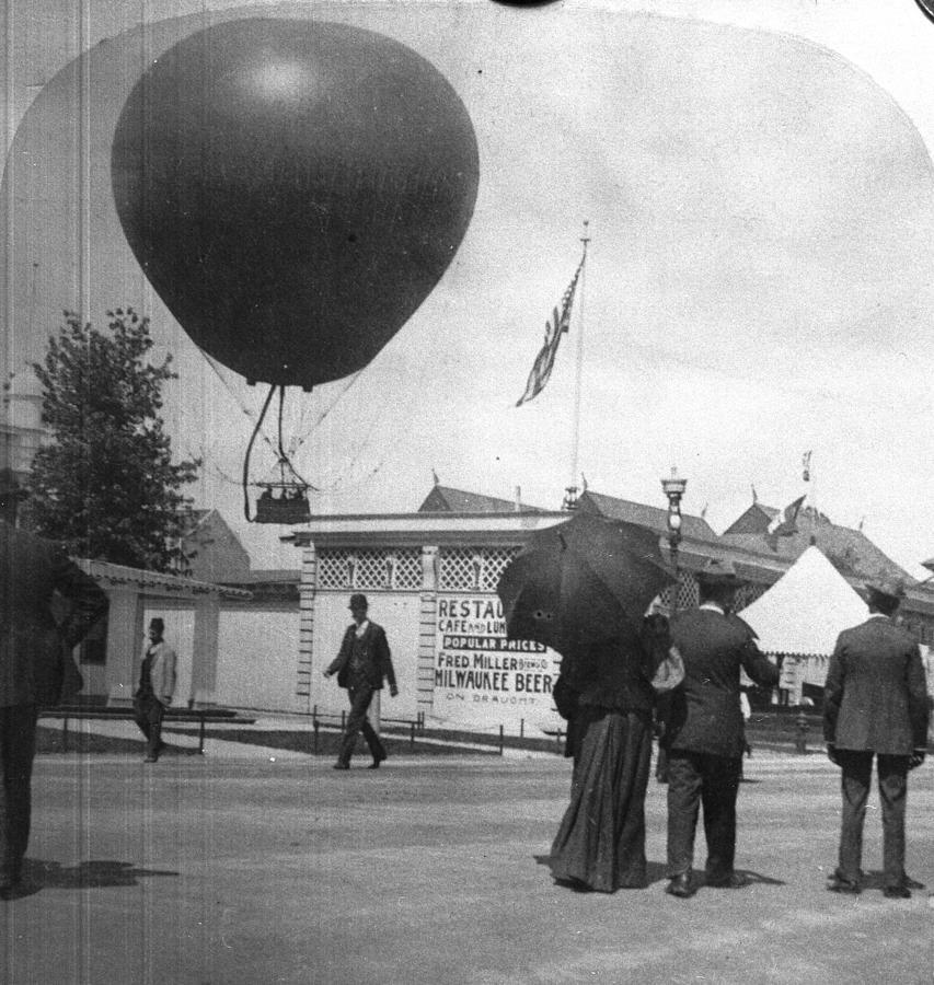 World Fair Balloon Photograph by Hulton Archive