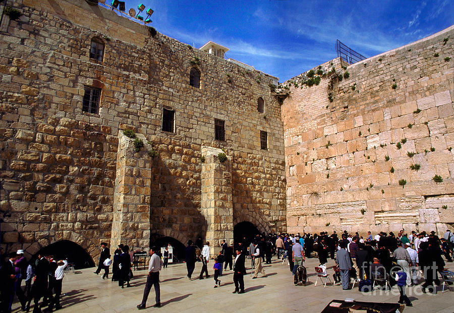 https://images.fineartamerica.com/images/artworkimages/mediumlarge/2/worshippers-at-the-wailing-wall-jerusalem-wernher-krutein.jpg