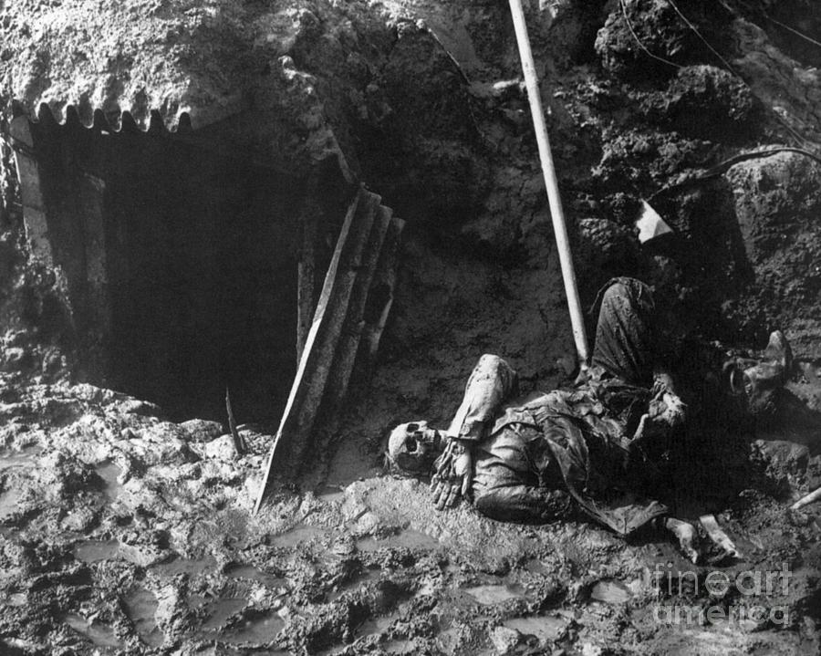 WWI Battlefield Corpse by Granger