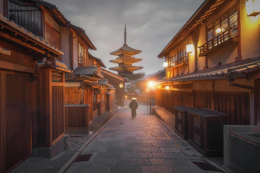 Yasaka Pagoda by Francis Ansing