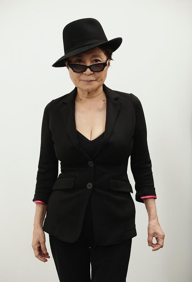 Yoko Ono Unveils Her Das Gift Photograph by Sean Gallup