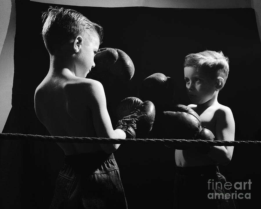 Young Brothers Boxing Photograph by Bettmann