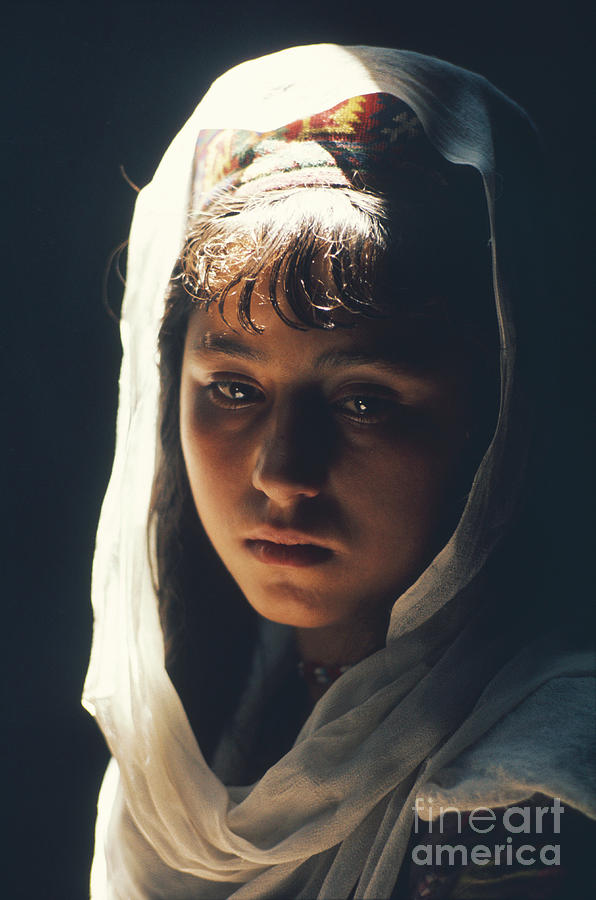 Young girl from the Burusho people, Pakistan / Photo, 1974 by Roland and Sabrina Michaud