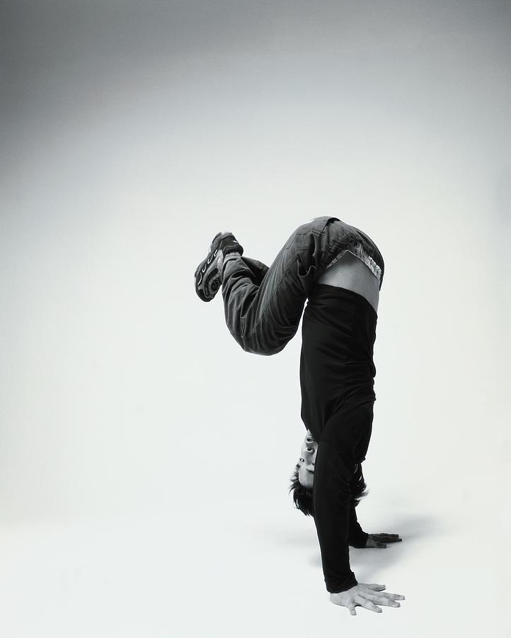 Young Man Breakdancing B&w Photograph by Karen Moskowitz