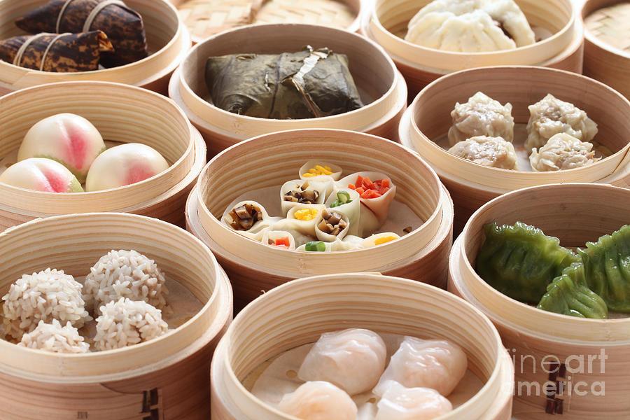 Chinese Cuisine Photograph - Yumcha, Dim Sum In Bamboo Steamer by Bonchan