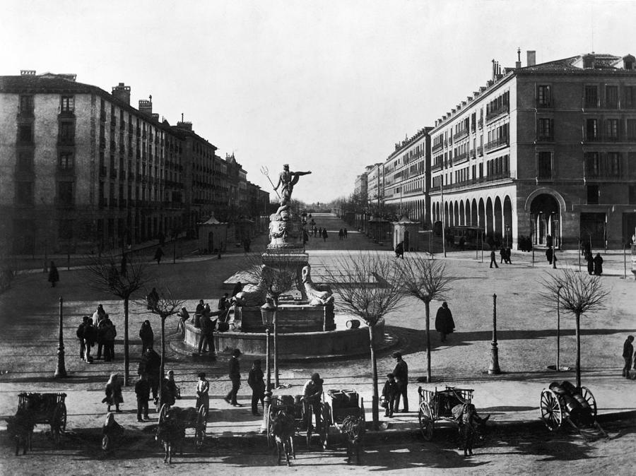 Zaragoza Fountain Photograph by Hulton Archive