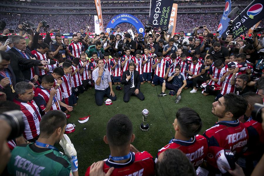 Chivas v Tigres UANL - Playoffs Torneo Clausura 2017 Liga MX Photograph by Refugio Ruiz