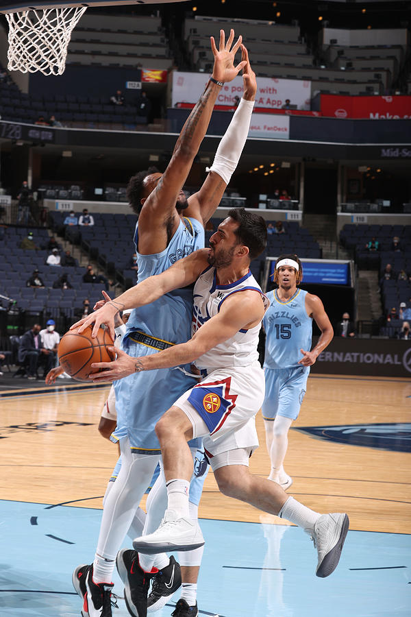 Denver Nuggets v Memphis Grizzlies Photograph by Joe Murphy