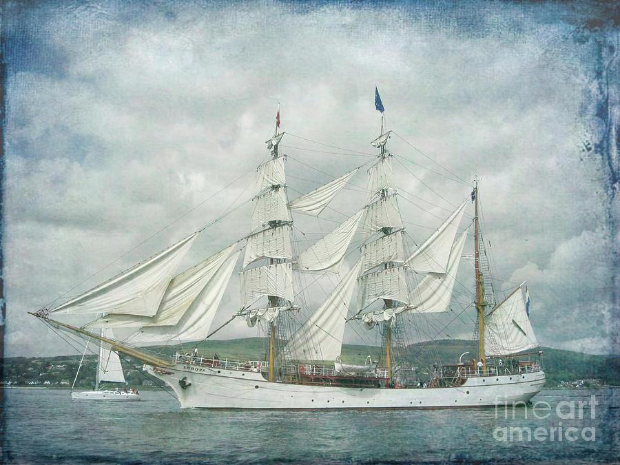 Full Sail by Lynn Bolt