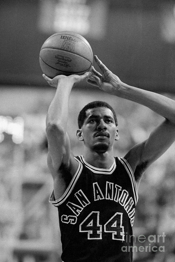 George Gervin Photograph by Dick Raphael