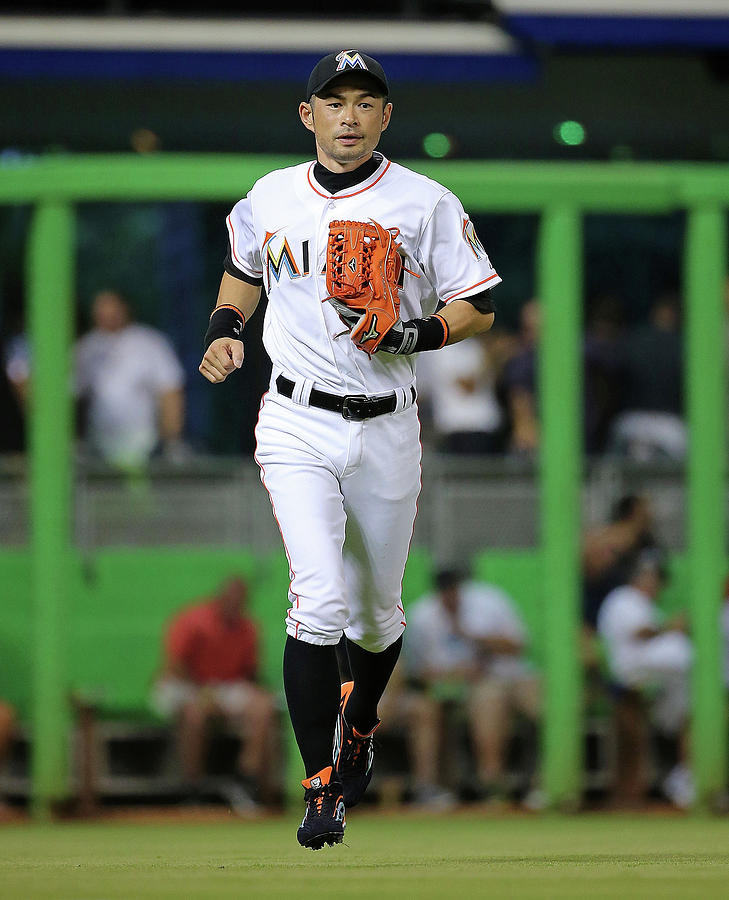 Ichiro Suzuki Photograph by Mike Ehrmann