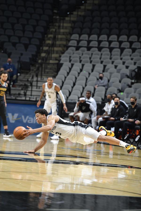 Memphis Grizzlies v San Antonio Spurs Photograph by Logan Riely