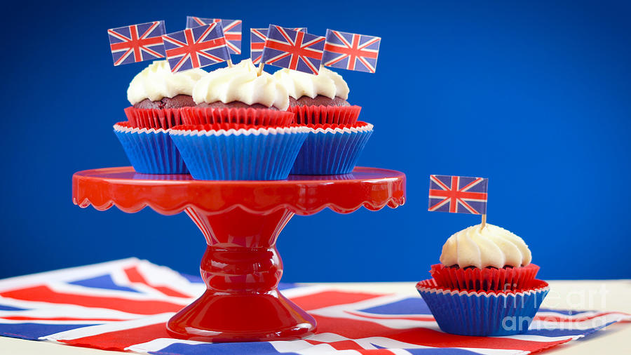 Tremendous Red White And Blue Theme Cupcakes And Cake Stand With Uk Union Funny Birthday Cards Online Alyptdamsfinfo