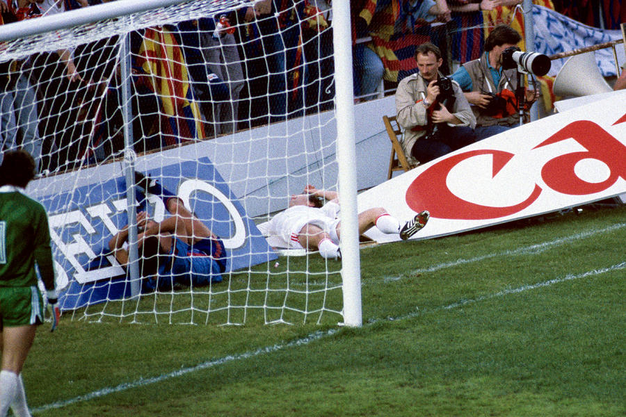 Soccer - European Cup - Final - Steaua Bucharest v Barcelona - Estadio Ramon Sanchez Pizjuan, Sevilla Photograph by Peter Robinson - EMPICS