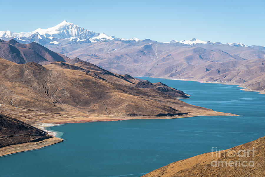 Stunning view of the famous Yamdrok Lake in Tibet, China by Didier Marti