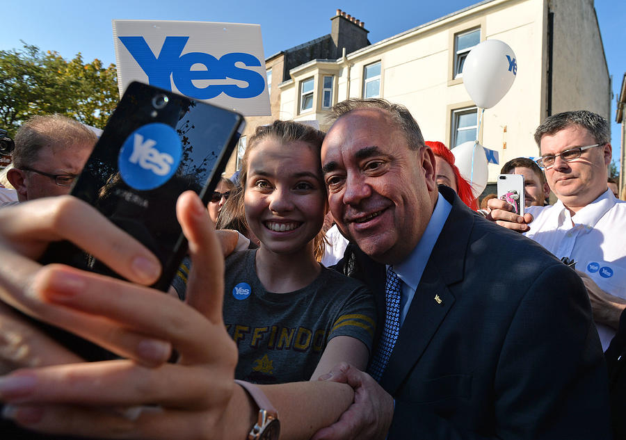 The Final Day Of Campaigning For The Scottish Referendum Ahead Of Tomorrows Historic Vote Photograph by Mark Runnacles