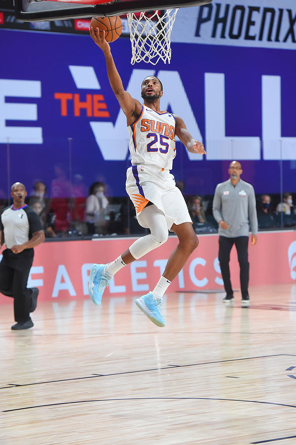 Toronto Raptors v Phoenix Suns Photograph by Bill Baptist