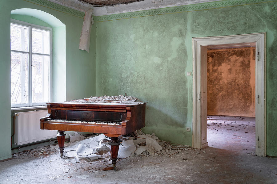 Abandoned Piano in the Corner by Roman Robroek