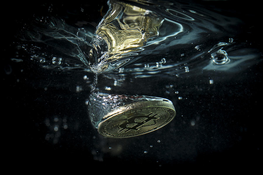 Investors rally around Bitcoin cash after cancelled expansion Photograph by NurPhoto