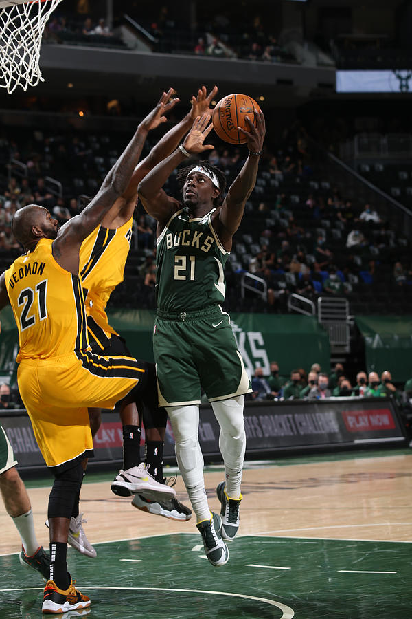 Jrue Holiday Photograph by Gary Dineen
