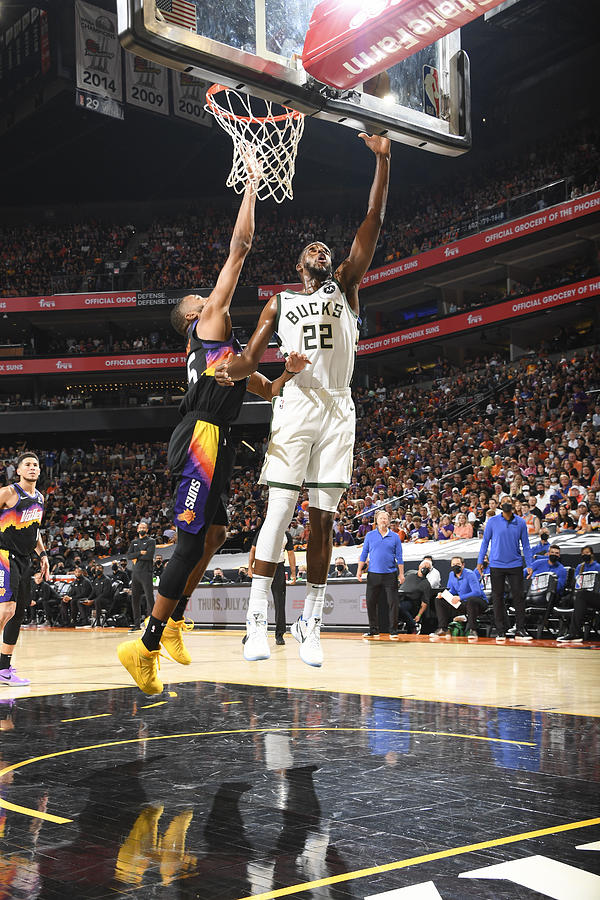 Khris Middleton Photograph by Andrew D. Bernstein