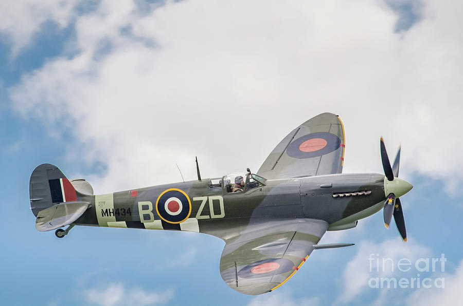 Second World War Photograph - Spitfire Mk IX MH434 by Simon Pocklington