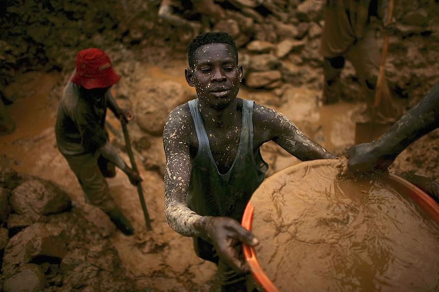 Gold Rush Fuels DR Congo Crisis Photograph by Spencer Platt
